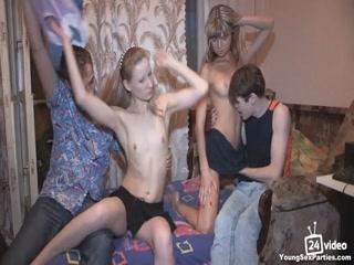 Русское порно с молодыми девушками и парнями из общежития !