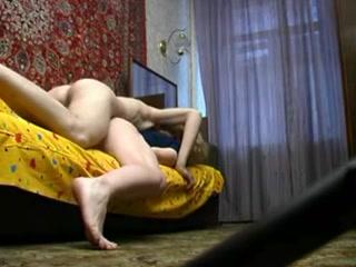 Мамка с большими сиськами трахается со своим сыном дома