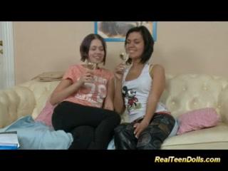 Смотреть порно видео молодых русских лесбиянок, которые ебутся со своими подружками