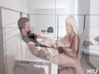Секс с молодой блондинкой в офисе !